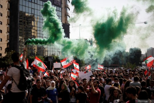Tiga partai besar Lebanon sepakat mantan menkeu Safadi jadi PM