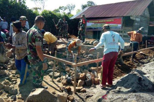 Satgas pengamanan perbatasan bedah rumah warga