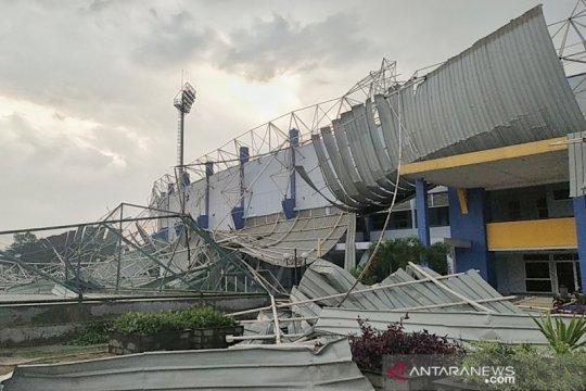 DPRD tinjau Sport Jabar Arcamanik terkait atap stadion ambruk