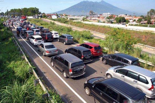 Jalur Puncak Bogor padat