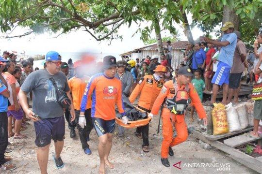 Operasi gabungan SAR Biak Numfor evakuasi jasad jatuh dari kapal