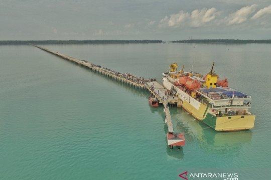 Sandar perdana kapal penumpang di Pulau Subi Page 1 Small