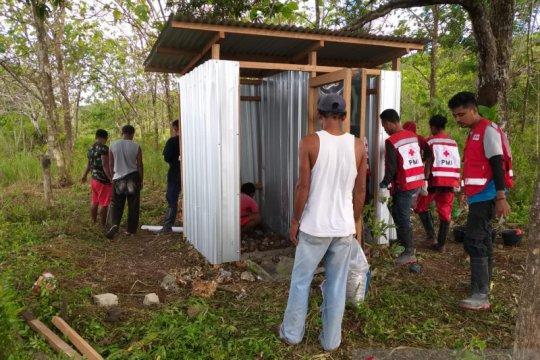 Tim WASH PMI membangun MCK untuk korban gempa Ambon