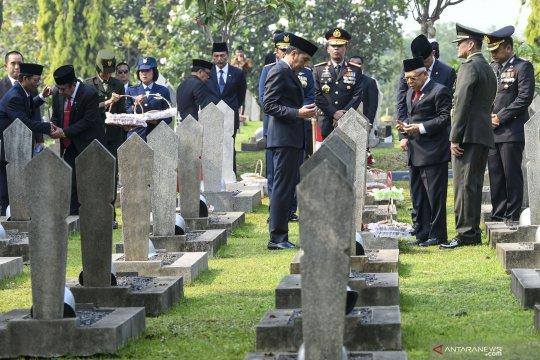 Presden Joko Widodo tabur bunga di Taman Makam Pahlawan Kalibata