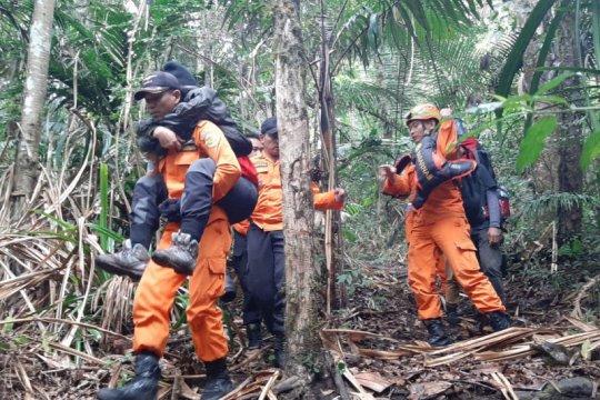 Basarnas evakuasi dua pendaki Gunung Klabat