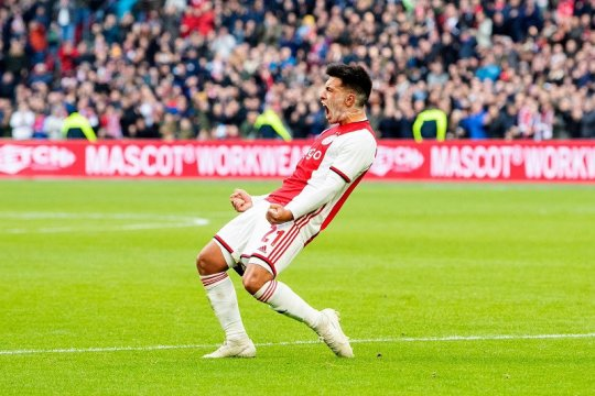 Ajax kokoh di puncak klasemen, enam besar tak berubah