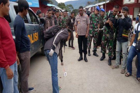 Polisi olah TKP kasus penganiayaan terhadap anggota TNI di Karubaga