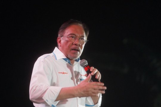 Anwar Ibrahim bantah Mahathir intervensi sidang Najib Razak