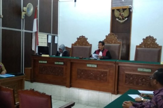Flash - Pengadilan tolak praperadilan Imam Nahrawi