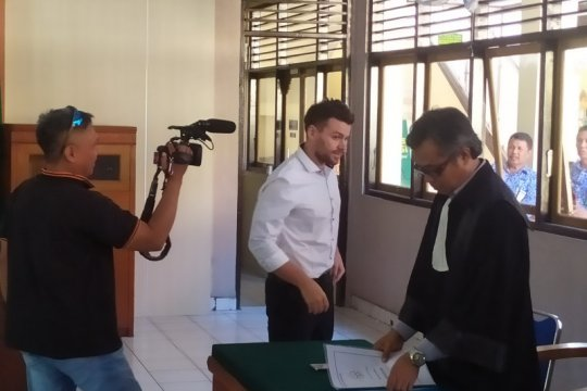 Warga Australia divonis 4 bulan penjara dan bebas bulan depan