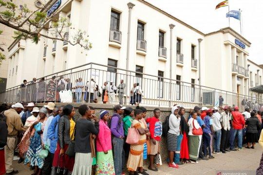 Guru di Zimbabwe berhenti mogok kerja setelah gaji dinaikkan