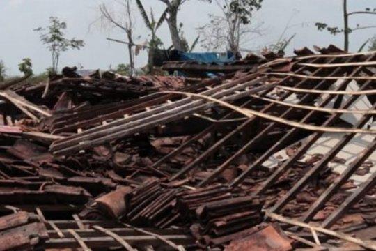 Puluhan rumah di Ngawi rusak akibat puting beliung