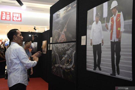 Presiden Joko Widodo berkunjung ke pameran foto jurnalistik Membangun Indonesia