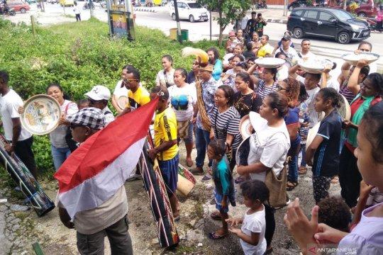 Tradisi antar mas kawin suku Biak kekayaan budaya Papua