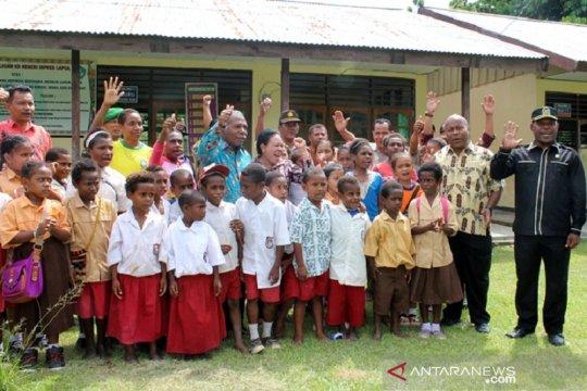 Bupati Papua Janjikan Penghargaan Apabila Pendidikan Serius Diperhatikan