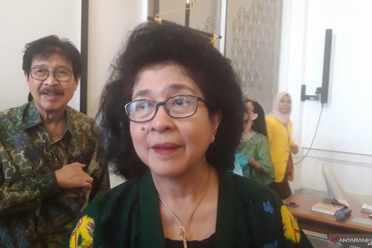 Nila Moeloek ingatkan masyarakat waspada penyakit peralihan musim