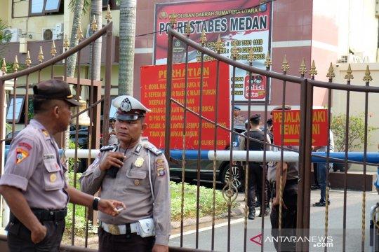 Densus olah TKP pascaledakan bom bunuh diri di Polrestabes Medan