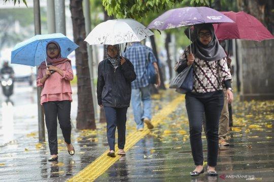 Waspadai hujan disertai petir di Jakarta pada sore hari