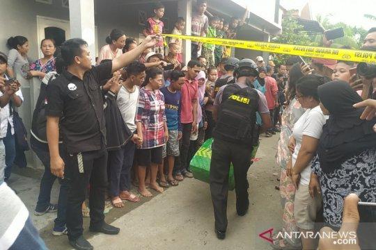 Polisi sita sejumlah barang dari rumah terduga pelaku bom bunuh diri