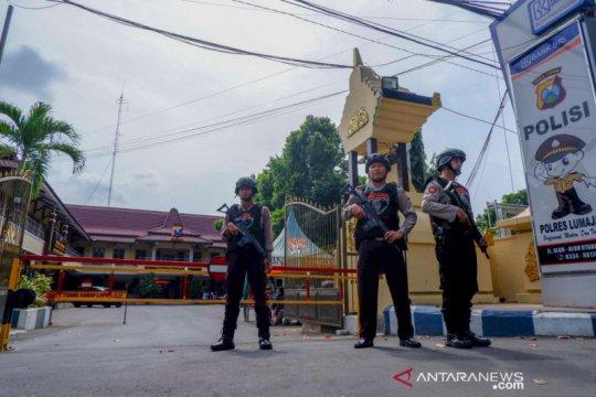 Polres Lumajang perketat penjagaan pos polisi usai ledakan bom Medan