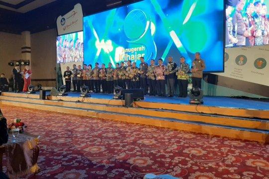 16 kepala daerah terima Anugerah Kihajar 2019 dari Kemendikbud