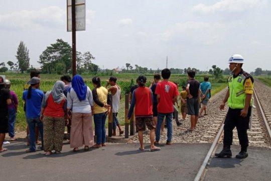 Polisi Kediri tangani ayah dan anak tertabrak kereta api