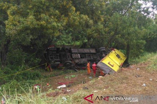 Kecelakaan di tol Cipali,  tujuh orang meninggal dan puluhan luka
