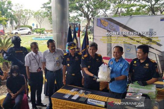 Penyelundupan 2 kg sabu dalam microwave di Bandara Semarang digagalkan