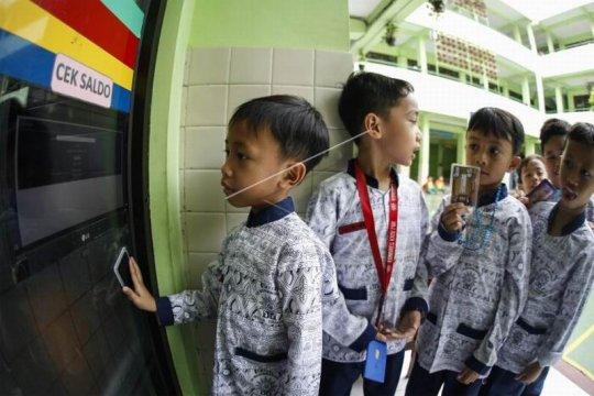 Tansaksi pembayaran berbasis digital di sekolah Page 1 Small