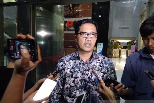KPK telusuri aliran dana kepada pejabat suap proyek di Indramayu