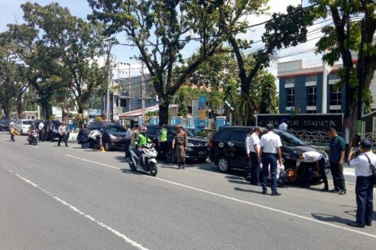 Dishub Padang gembok 14 kendaraan yang parkir di badan jalan