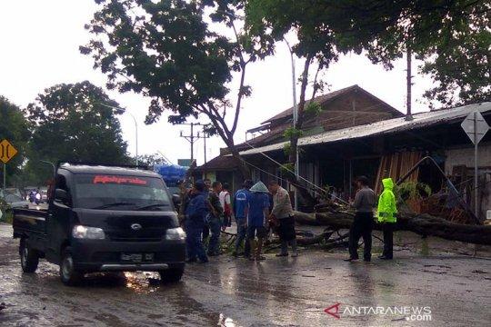 Cuaca esktrem disebut BMKG mesti diwaspadai warga di selatan Jateng