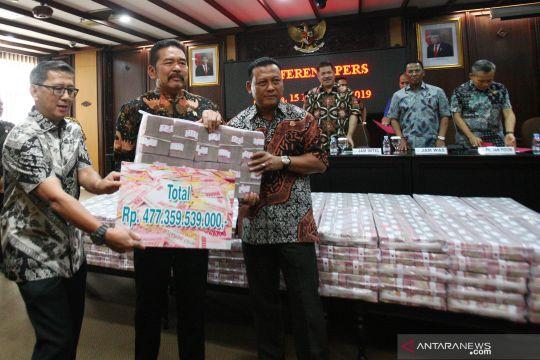 Kejagung tunjukkan barang bukti uang ratusan miliar rupiah kasus korupsi Kokos Leo Lim