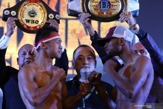 Menunggu dua petinju andalan Indonesia kejar titel juara dunia di Batu