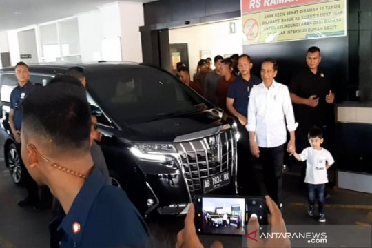 Presiden Jokowi tengok cucu di Rumah Sakit PKU Muhammadiyah