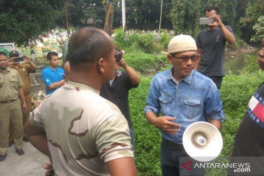 Massa unjuk rasa di TPU Sei Sikambing Medan