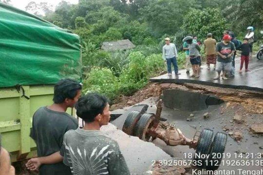 Ambruknya jalan penghubung Sampit-Pangkalan Bun sudah ditangani
