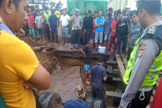 Curah hujan tinggi, jalan Sampit-Pangkalan Bun ambruk
