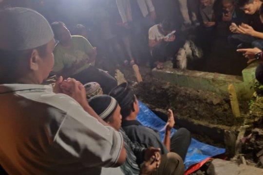 Jasad pelaku bom bunuh diri Mapolrestabes Medan dikebumikan malam