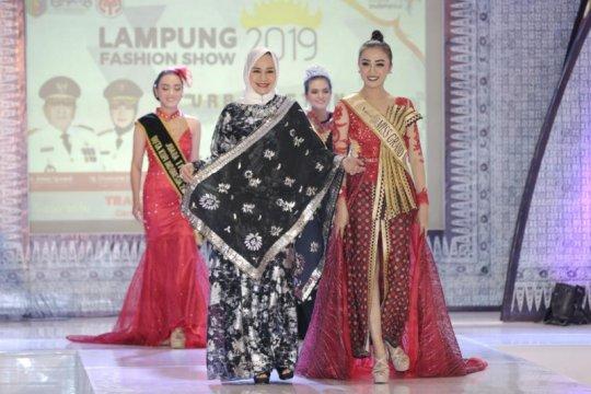 15 desainer Lampung gelar peragaan busana geliatkan ekonomi kreatif