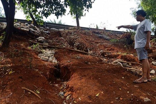 Senin, penabrak Grabwheels ditangkap hingga longsor di Jakarta