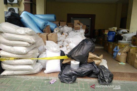 Polisi gerebek rumah yang dijadikan pabrik obat  ilegal di Bogor