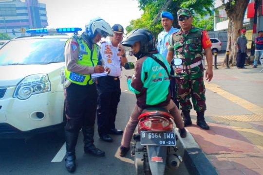 Kemarin, 15 pelanggar jalur sepeda ditilang hingga Satpol PP dipecat