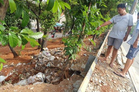 Jaktim pasang bronjong untuk antisipasi longsor tebing DI Panjaitan