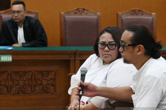 Hakim pertanyakan rumor Nunung jual rumah