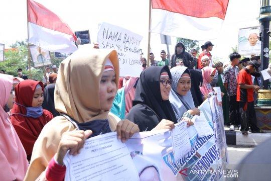 Massa dukung perubahan nama bandara Lombok