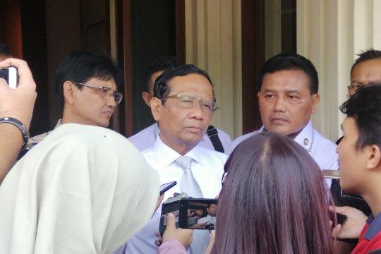 Mahfud sambut baik pimpinan KPK ajukan Judicial Review UU KPK