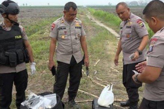 Densus 88 memusnahkan bom di Hamparan Perak