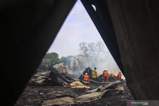 Kebakaran gudang plastik di Kalideres
