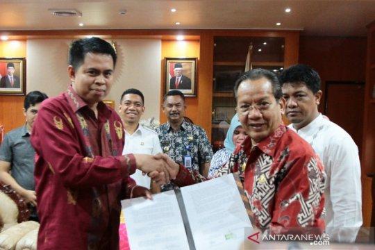 Gubernur teken hibah Rp56 miliar untuk pengawasan Pilkada Sulteng